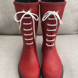 RED RUBBER WELLIES WITH LACES (EU38UK5)