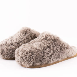 CURLY SHEEPSKIN JENNY SLIPPER IN STONE